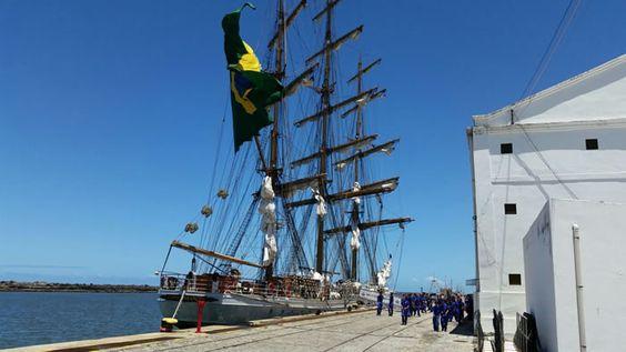 Alunos do Grêmio Naval do Colégio Militar do Recife visitam o Cisne Branco no Porto do Recife