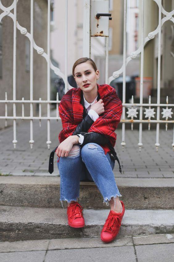 Einmal Sneaker in Frühlingsfarben gefällig? Mit den roten Adidas Superstar kann man da doch eigentlich gar nichts falsch machen, oder? #redadidassuperstar #adidassuperstar #redadidasoriginal #fashionblogger #germanblogger