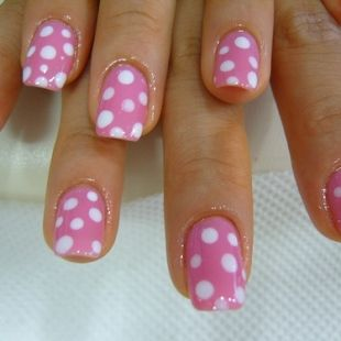 Pink & white polka dots...even on your nails