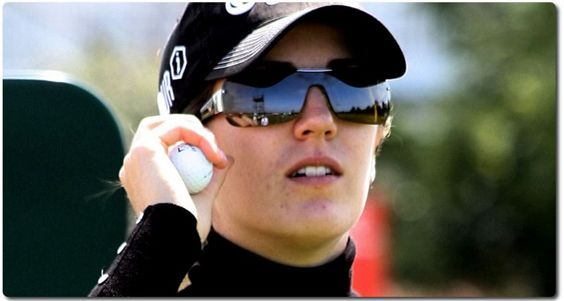 Sandra Gal beim Golf