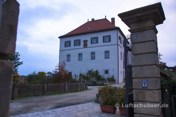 Schloss #Goldeck in #Goldkronach im #Fichtelgebirge liegt am #FränkischenGebirgsweg.