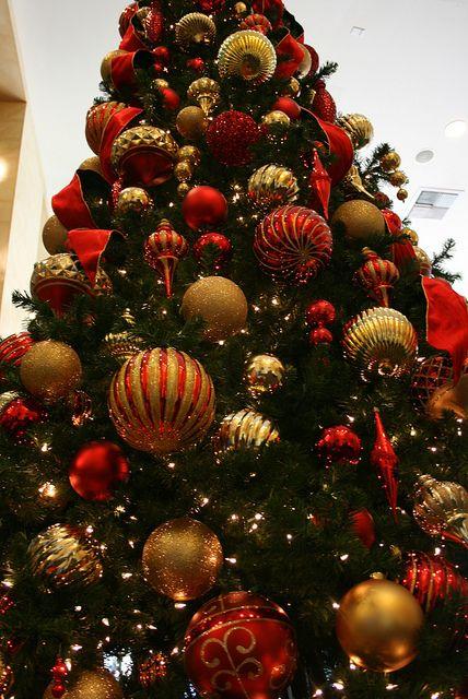 Arbol de navidad rojo y dorado navidad pinterest for Arbol de navidad dorado