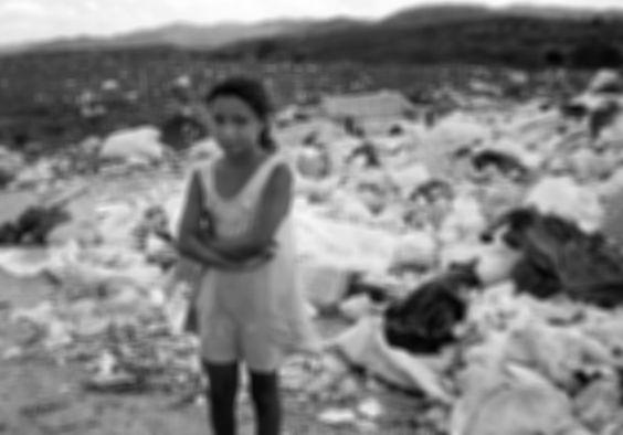 Galeria de fotos | Meia infância  trabalhando no lixo