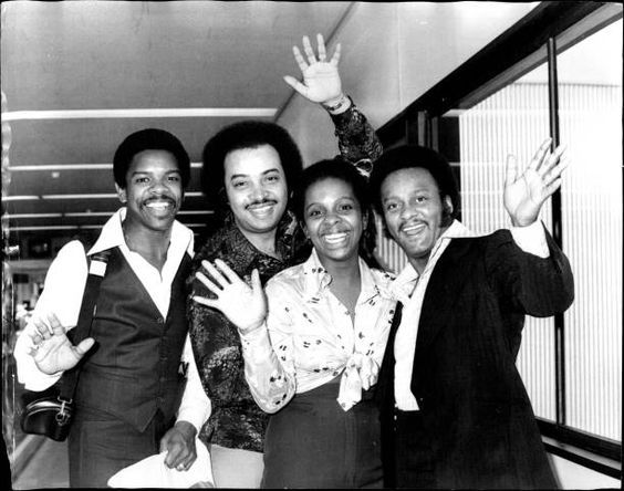 Gladys Knight And The Pips L To R Merald Bubba Knight William Guest Gladys Knight And Edward Patten Arrive From Melbourne Gladys Knight Black Music Knight