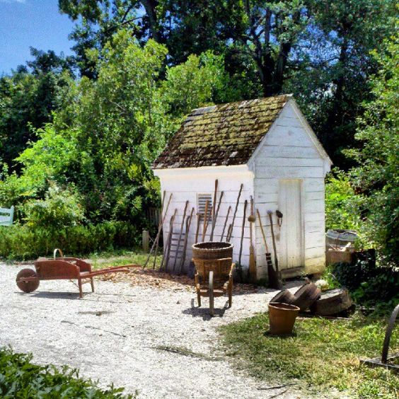 The full summer bloom of gardens in Colonial Williamsburg, VA www.VisitWilliamsburg.com #WilliamsburgVA #ColonialWilliamsburg