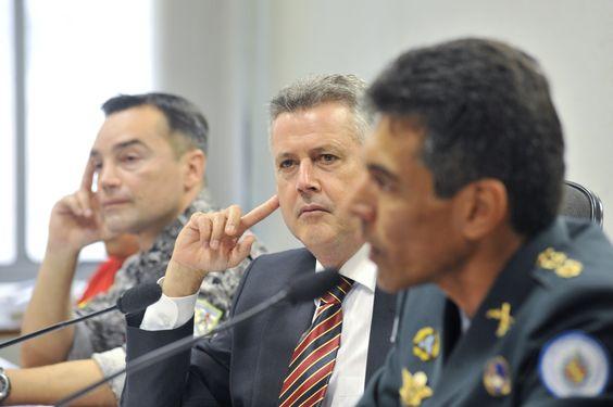 Senador Rodrigo Rollemberg (PSB-DF) conduz debate sobre segurança pública para o Distrito Federal e sua região integrada (RIDE) em audiência pública da Comissão de Desenvolvimento Regional e Turismo.  Crédito: José Cruz/Agência Senado