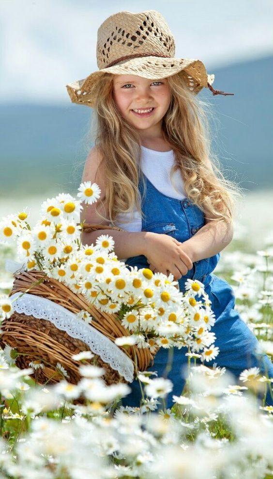 Almas Perfumadas  Tem gente que tem cheiro de passarinho quando canta. De sol quando acorda. De flor quando ri. Ao lado delas, a gente se sente no balan... - Altimira Jordão - Google+