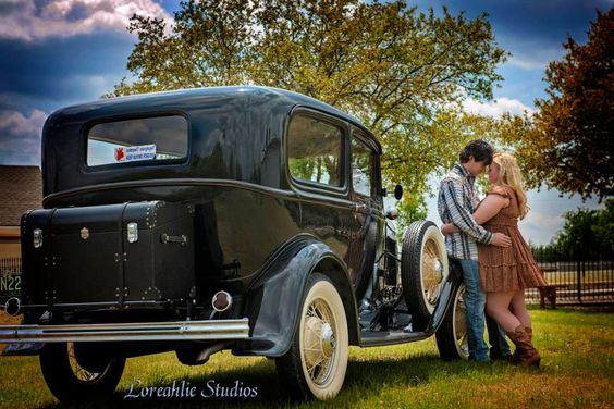Unique, fun and classic couples and engagement photography Located in Dallas, Tx (c) Loreahlie Studios