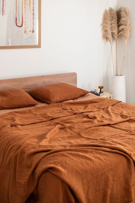 Effortless styling done right with our Ochre and Sandalwood Sheet Set. All in our 100% Pure French Flax Linen.