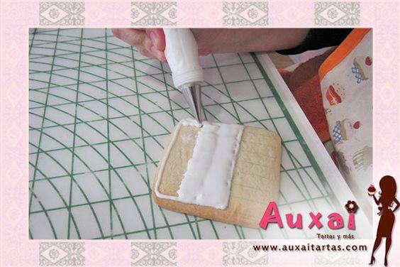 Con este tutorial conoceréis los conceptos y usos básicos de la glasa en repostería. También puedes ver e imprimir este tutorial en nuestra web: http://www.a...
