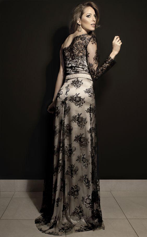 Assimetria e elegância em renda negra. Cabelo @janainamendes2014 e make @camilacamposmakeup by @diamantrougebeleza #estiloluciafranco #luciafranco #rendas #perolas #lace #pearl #couture #altacostura