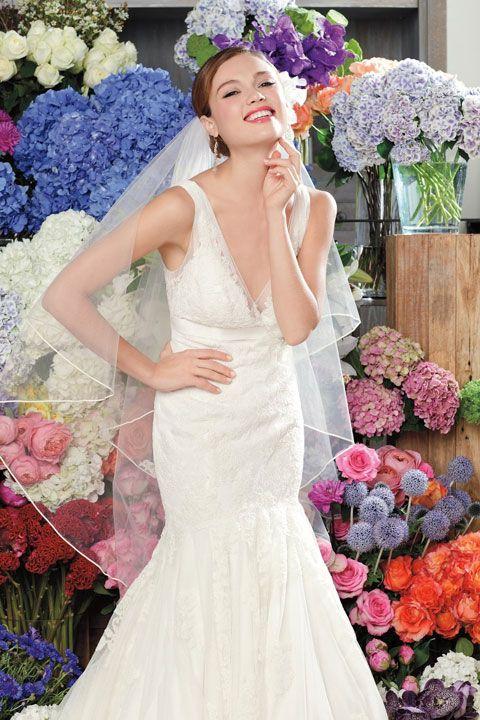 Chic v-neck trumpet / mermaid chapel train bridal gowns