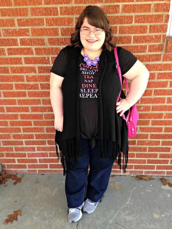 Unique Geek: Plus Size OOTD: Me On A Tee #plussize #plussizefashion #plussizeblogger #plussizeoutfit #plussizeootd #springplussize #statementnecklace #pinkpurse #sneakers #fringe: