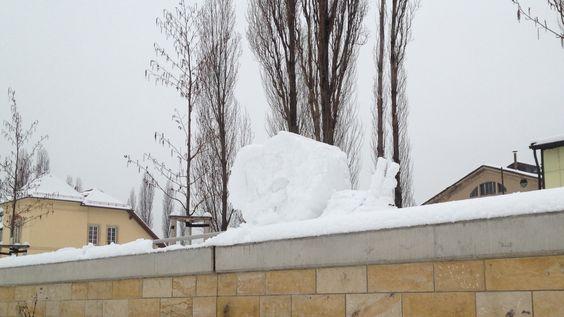 Schneeschnecke. Der temporäre Skulpturen-Park in Dresden mit - Schneefrauen, Schneemännern, Schneekindern & Schneeschnecken. (24. Februar 2013)