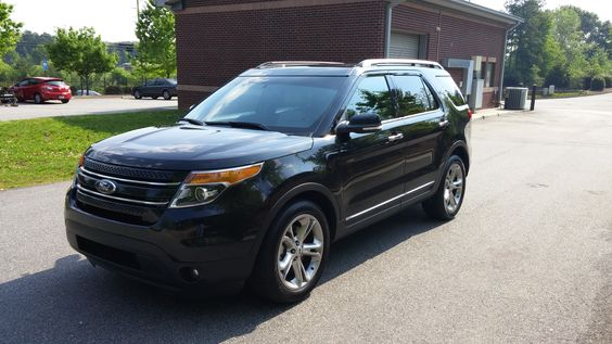 2015 Ford Explorer Limited, 14,000 miles. Off-lease unit...
