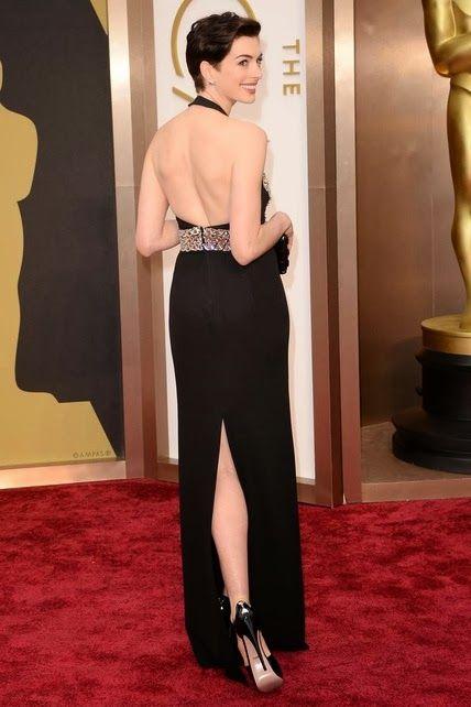 Anne Hathaway por detrás  http://cuchurutu.blogspot.com.es/2014/03/la-noche-de-los-oscar-2014.html