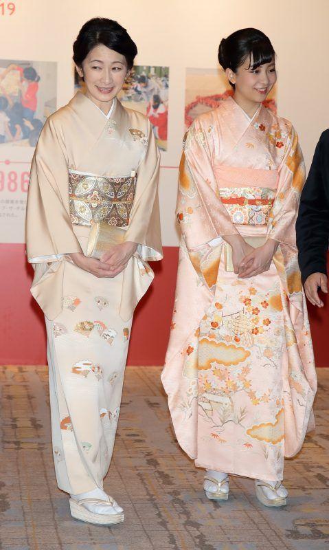 秋篠宮家のプリンセスファッション|紀子さまと佳子さまは和装、眞子さまはワンピースでご公務 (1/1)| ダイエットポストセブン | 眞子さま, 秋篠宮, 日本のファッション