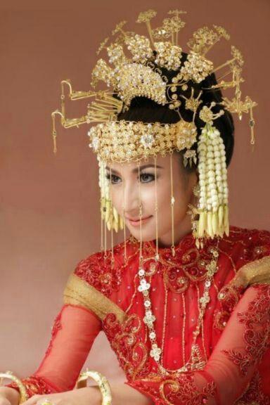 Traditional Indonesian Wedding Makeup : Indonesia, Traditional wedding dresses and Traditional ...