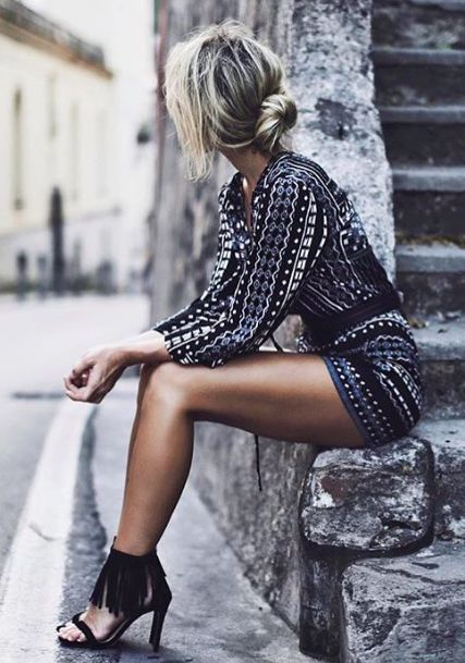 Street style | Long sleeves patterned romper with fringed sandals | Latest fashion trends: