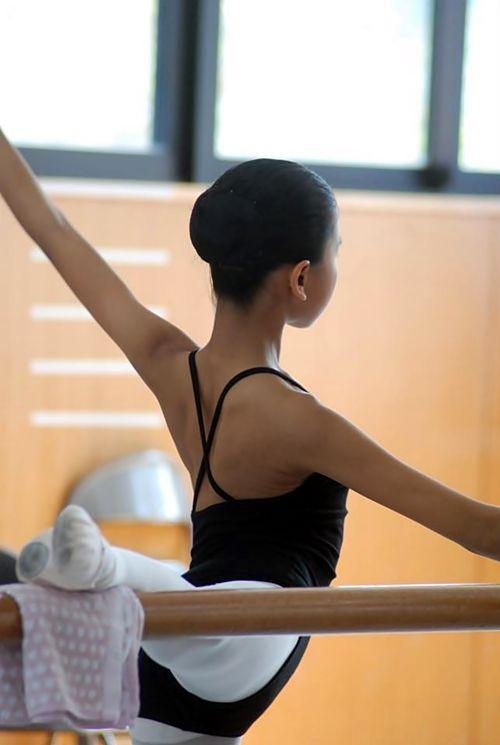 www.theworlddances.com #ballet #barre #dance