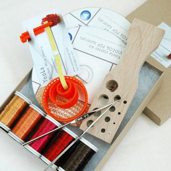 Das DIY Starter Kit Schmuck aus Häkeldraht enthält folgendes: -  CD Video Tutorial und mit PDF Tutorial für Armband, Schlauchkette und Charm- Anhä...