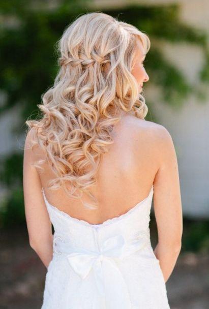 Het bruiloft seizoen is geopend; Ben jij te gast? Hier leuke lang haar kapsel ideeën!