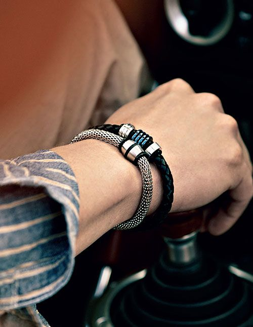 Instantly get that edgy, rocker style your looking for with the high quality of fine men's jewelry engraved with a tough, bold look. Our designer men's jewelry brands .