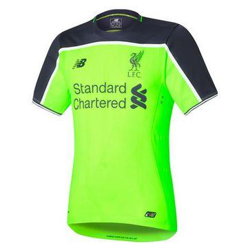 Le nouveau maillot de troisième Liverpool 2016-17 est principalement vert clair, Il dispose d'un bloc de couleur gris sur les épaules et les manches supérieures, tandis que les poignets sont à moitié gris, moitié blanc.