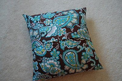 super easy pillow cover sewing directions ... I've been looking for new couch pillows for what feels like forever so now I'll just make my own!