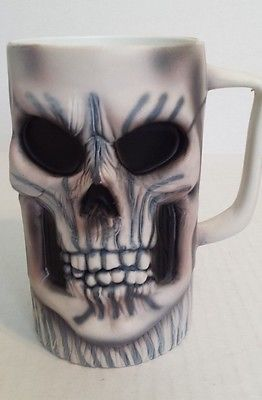 Negro Y Blanco Gótico Calavera Y Huesos Cruzados Vajilla té café taza Taza