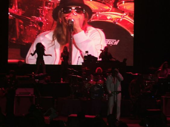 Kid Rock Photo:  This Photo was uploaded by warpathremix. Find other Kid Rock pictures and photos or upload your own with Photobucket free image and vide...