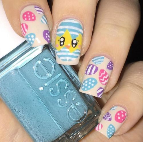 Bunny, chicks, polka dots, glittery images, Easter eggs, flowers, rabbits and smiley faces can be drawn on nails for the event of Easter. You can choose from ea