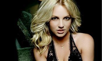 Britney Spears sensualiza muito em vídeos misteriosos no Instagram