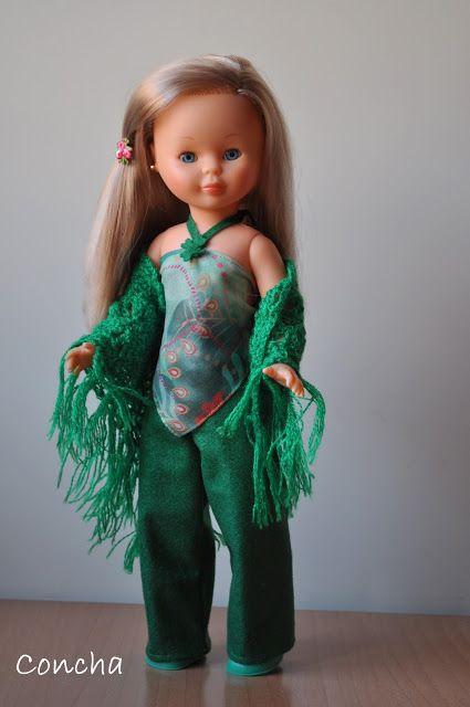 Nancy y mis conjuntos. Pantalón verde, top y chal de punto ganchillo.