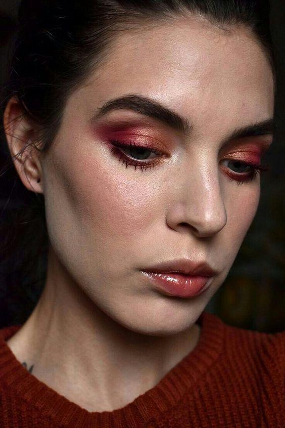 Detalhes metalizados bem delicados, uma boa opção para incrementar a maquiagem natural
