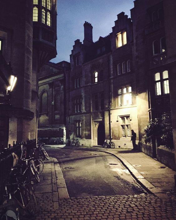 RT: Cambridge at night - Cambridgeshire England... #iphoneography #photography https://t.co/LGJBDEQNdO via DeeNuke #followme #photography