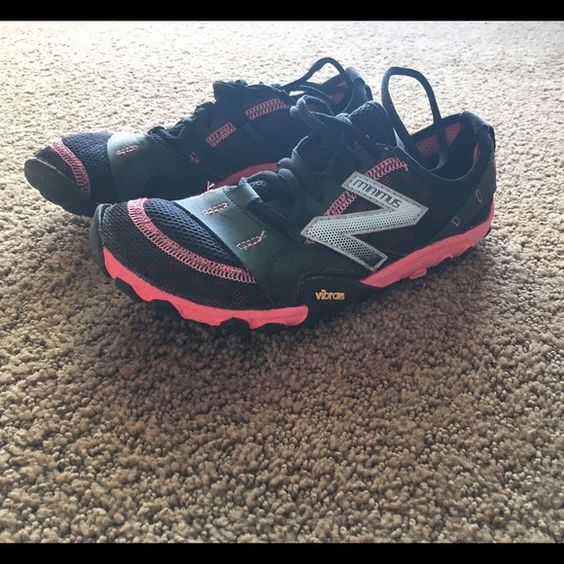 New balance with Vibram Minimus tennis shoes Gently used New Balance Minimus tennis shoes. These shoes have minimal support giving the barefoot experience while wearing. New Balance Shoes Athletic Shoes