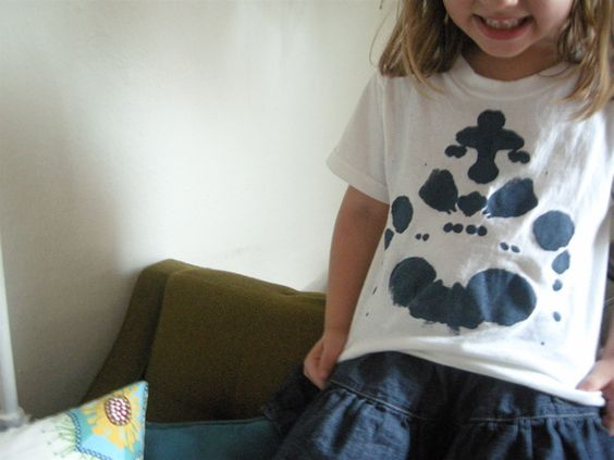 ink blot shirts! so easy, i should try this with one of my (many) stained t-shirts!