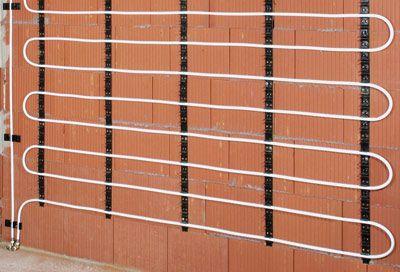 moderne Wandheizung mit Wasserführenden Leitungen