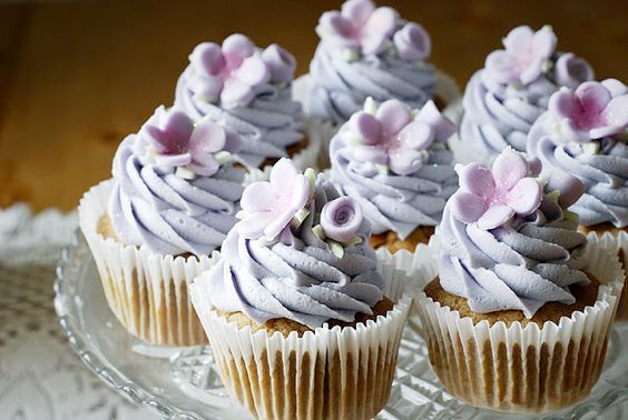 earl grey cupcakes.  this sounds pleasant:)