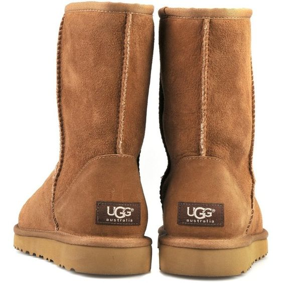 Classic Short Ugg Boot Chestnut (4,845 MXN) ❤ liked on Polyvore featuring shoes, boots, ankle booties, uggs, shoes - boots, women, ugg australia boots, short ankle booties, ugg australia and short booties
