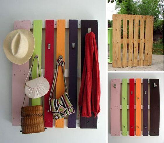 Palets: ideas para reciclarlos. Un perchero, el respaldo de un sofá, un friso decorado para el cuarto de los niños... Puedes hacer verdaderas maravillas para tu casa. www.reciclatusmuebles.wordpress.com