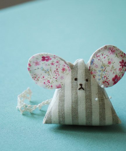 mouse pincushion-i made him this weekend, although he ended up as a cuddly rather than a pin cushion, couldn't bear to stick pins in him :-(