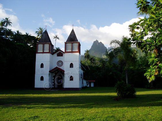 Moorea - Eglise assez atypique dans cette région.
