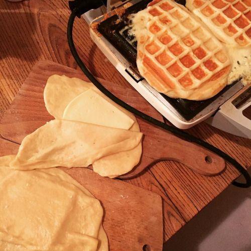 cuisinedemememoniq:Gaufres de Liège à la raclette #gaufre...