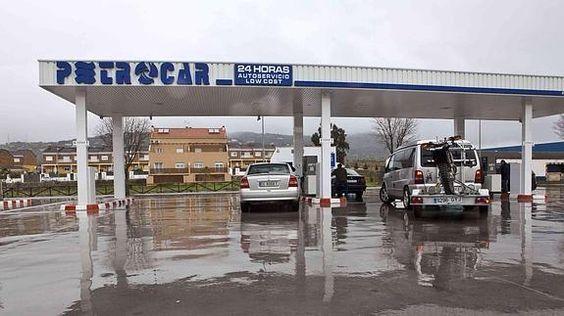 Las gasolineras low cost enfadan a patronal y sindicatos