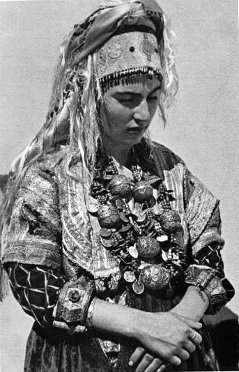 Africa | Jewish woman from Tiznit. | ©Jean Besancenot. 1935