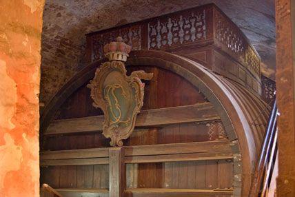 Das größte Weinfass der Welt mit Tanzboden auf dem Fass