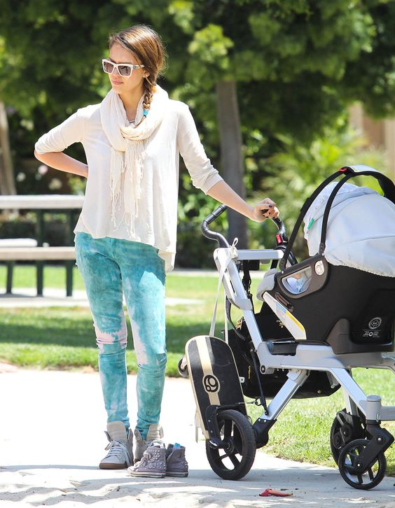 Jessica punched up her Beverly Hills park playdate style in a pair of aqua Earnest Sewn skinny jeans, white high-tops, and shiny Lanvin shades.