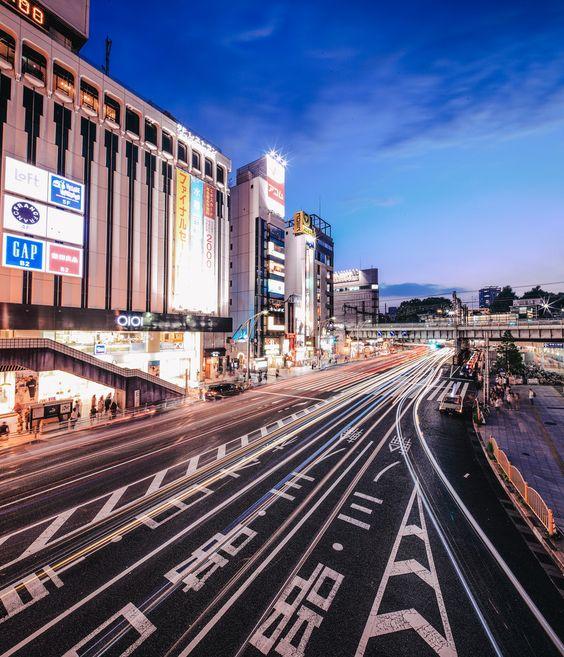 ourbedtimedreams:    上野 by Wilson Lee  Via Flickr:  Canon EOS 5D Mark II  Canon TS-E 17mm F4L